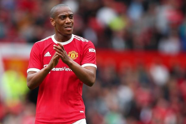 Manchester United are ready to listen to offers coming in for Anthony Martial in January. set at 40 million pounds Manchester United ready to release French forward Anthony Martial If you receive an offer of 40 million pounds in January. The 25-year-old striker has been a frequent substitute in the season. After the Red Devils signed Cristiano Ronaldo and Jadon Sancho to join the team this summer. Mason Greenwood, Marcus Rashford and Jesse Lingard also play on the left wing. Makes his playing opportunities more difficult. He has three years left on his contract at Old Trafford and earns a salary of up to £250,000-a-week. He is currently not Ole Gunnar Solskjaer's first choice again by the Norwegian coach. Turning to the services of Mason Greenwood over, but with a set fee of up to 40 million pounds with a huge wage. This makes it a huge problem for teams interested in signing him. Plus, he's not in his top form either. His form of play has been out to sea for quite some time. He has scored just seven goals in 36 league appearances last season. However, if you can't find a team that is ready to fight for his price and wages. Man Utd also have plans to go on loan to give him the opportunity to play. And will evaluate his performance again next summer.